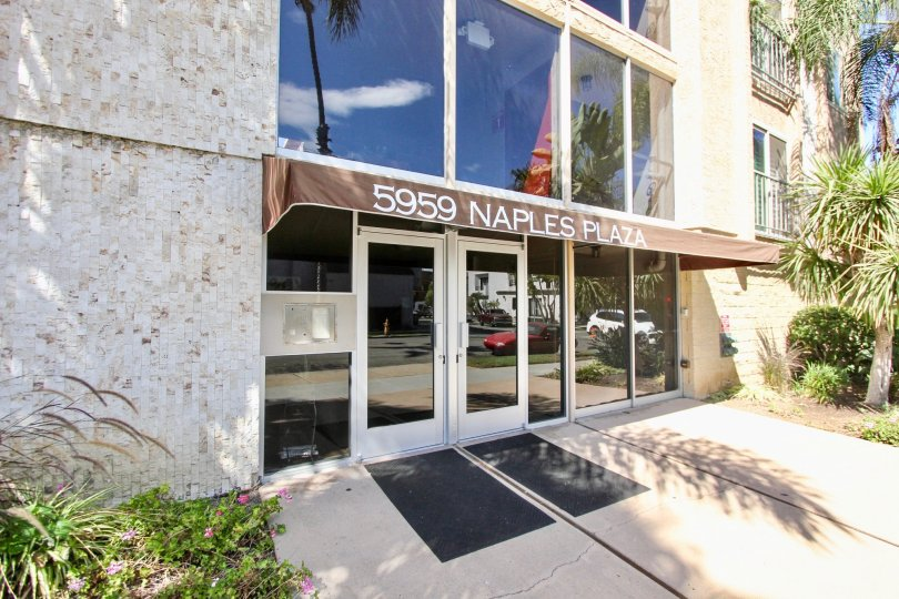 The entrance into 5959 E Naples Plaza