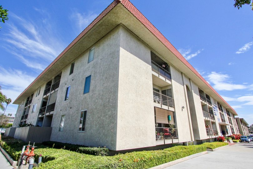 The corner of the Belmont Shore Condominiums building