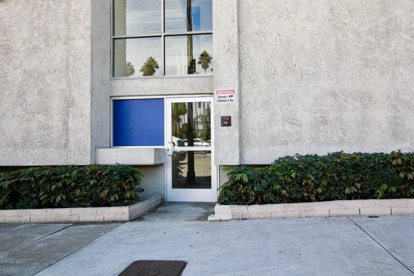 The entrance into Belmont Shore Condominiums