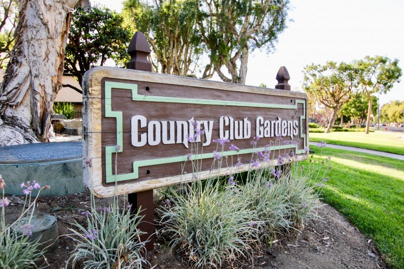 The sign announcing Country Club Gardens in Long Beach, California