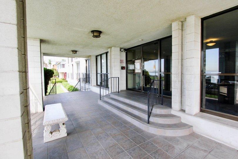 The entrance into Versailles in Long Beach, California