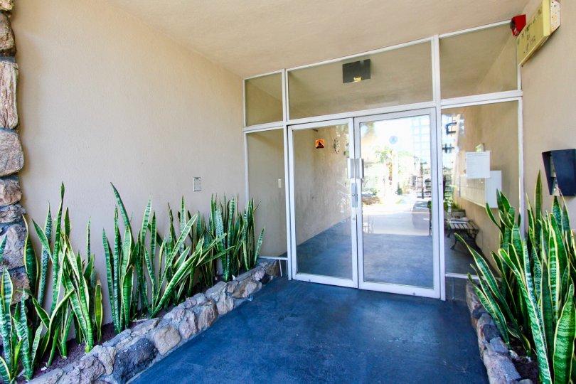The doors into Los Feliz Capri