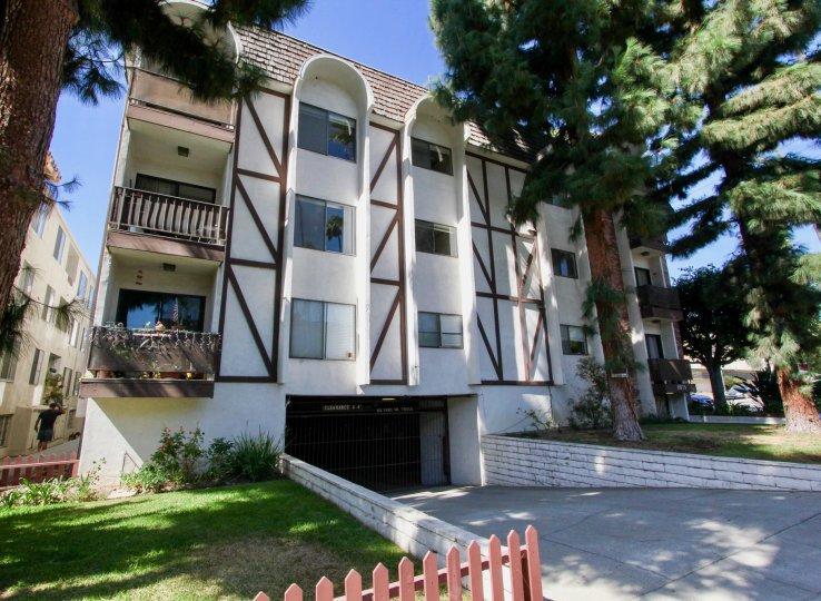 The view of Los Feliz Condominiums in Los Feliz, California
