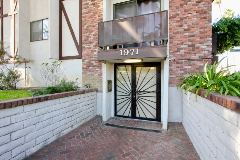 The entrance into Los Feliz Condominiums in Los Feliz, California