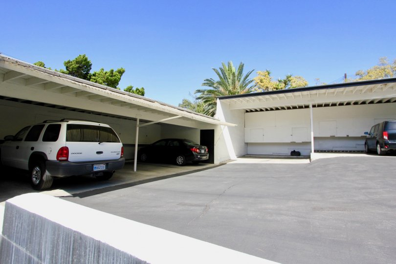 The garages for parking at the Park Imperial