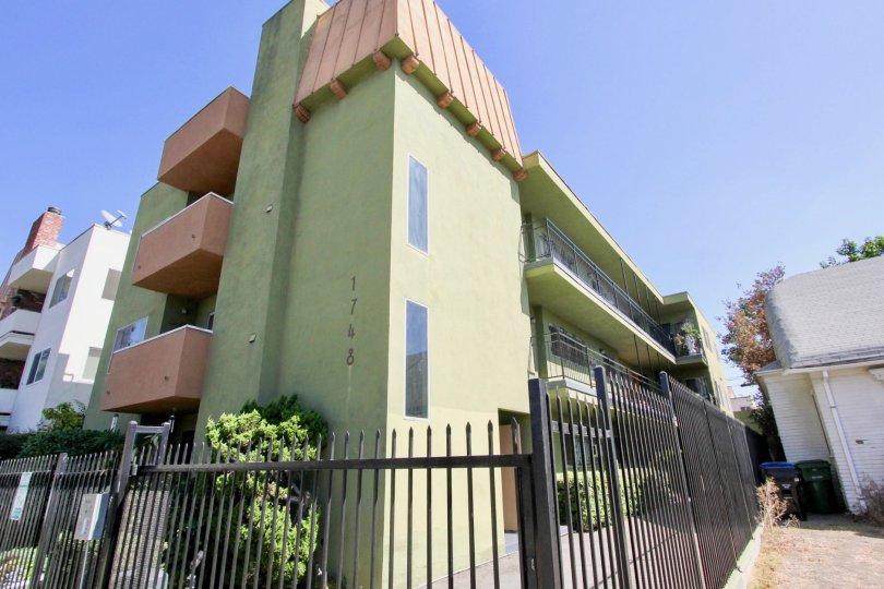 The view of The Kenmore Condos in Los Feliz, California