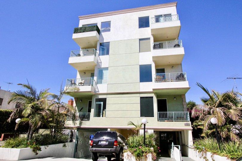 The view of the Avon Villas building in Mar Vista, California