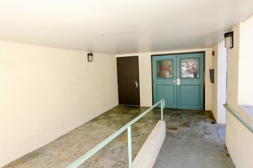The entrance into Avon Villas