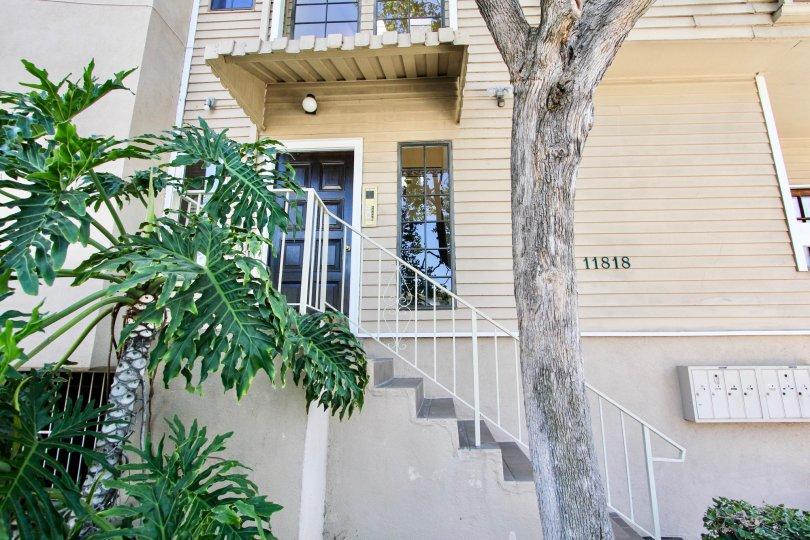 The entrance into Courtleigh in Mar Vista, California