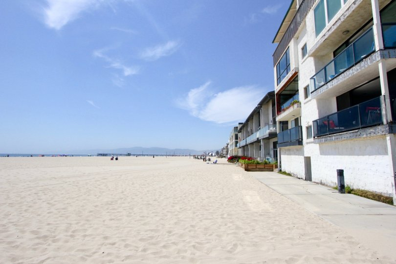 A sunny day in 1 Jib beach in Marina Del Rey with little to none people in it