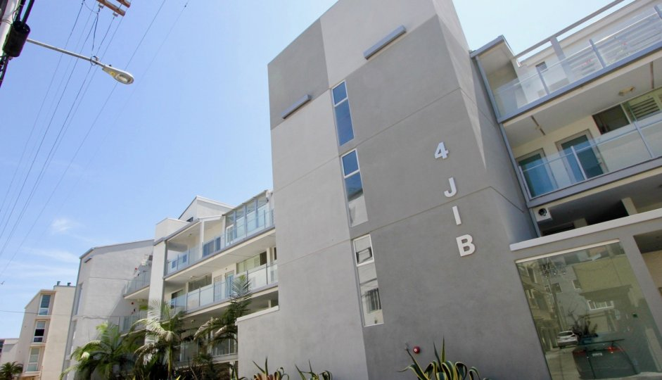 front view of 4 Jib Apartment building, Marina Del Rey, California
