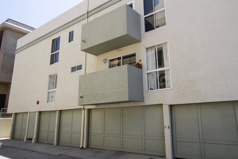 The parking for 4403 Ocean Front Walk in Marina Del Rey