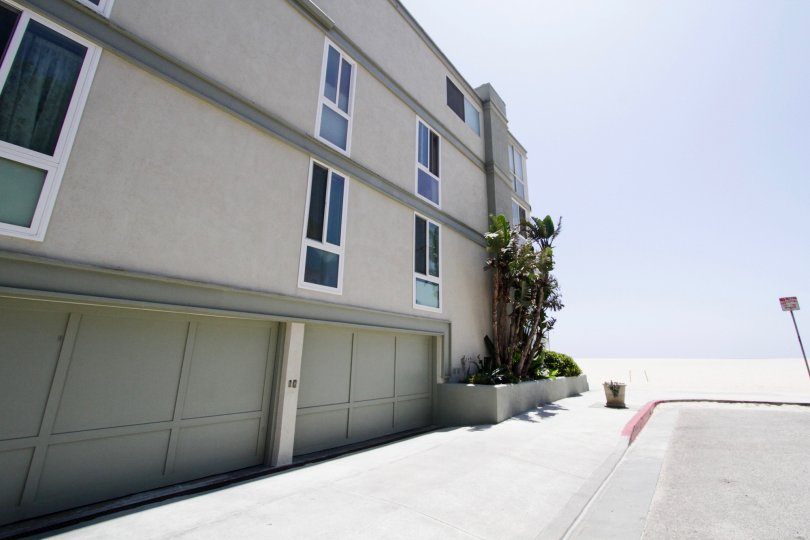 The road alonside 4403 Ocean Front Walk in Marina Del Rey