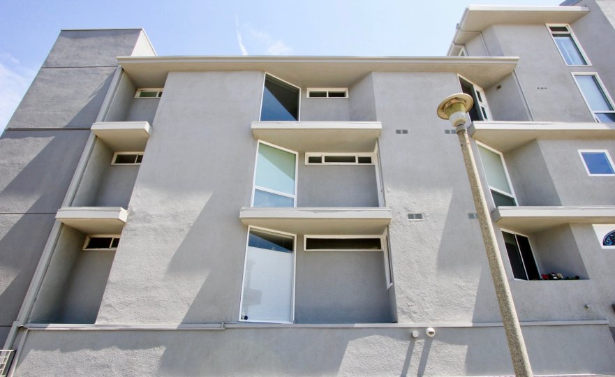 Amazing walls and finishing style of 6 Fleet apartments, marina del rey, california