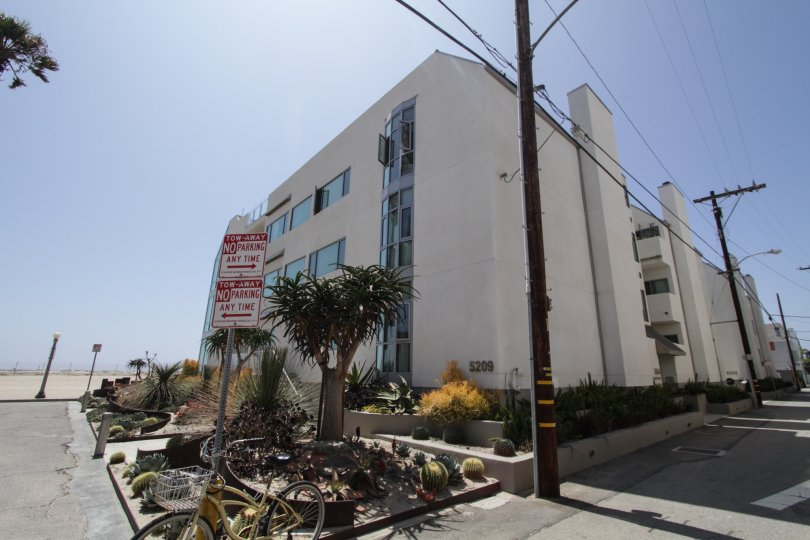 The Essex House building in Marina Del Rey