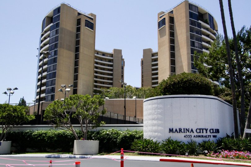 The entrance into Marina City Club