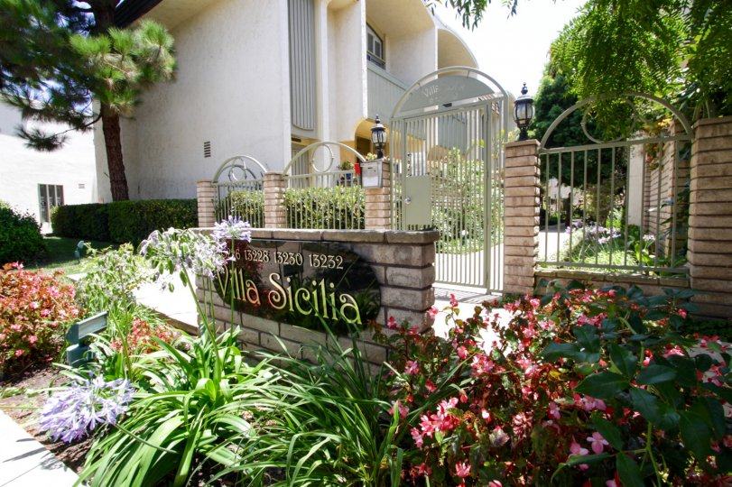 The welcoming sign into the Villa Sicilia