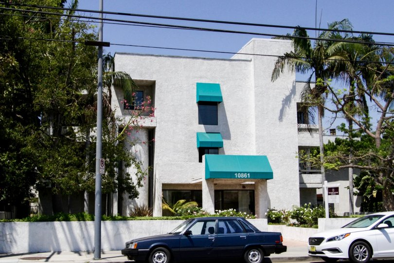 The building at 10861 Moorpark St in North Hollywood