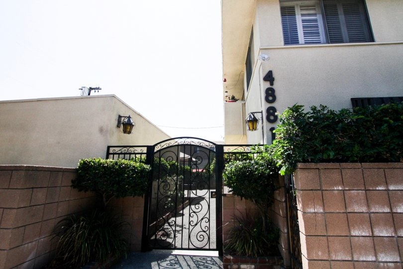 The entrance into 4881 Cleon Ave