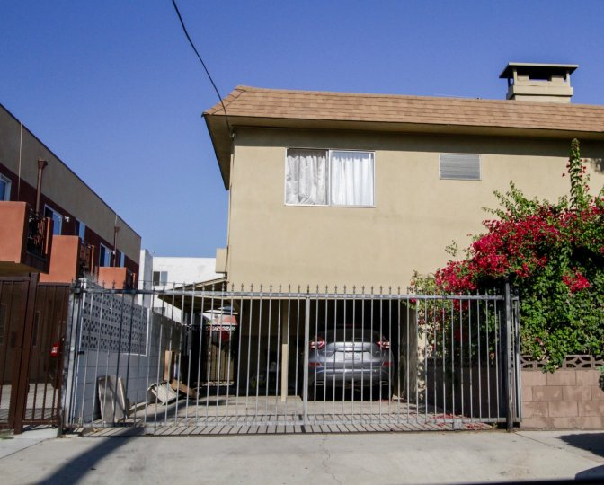 The garage parking at 6902 Hinds Ave in North Hollywood