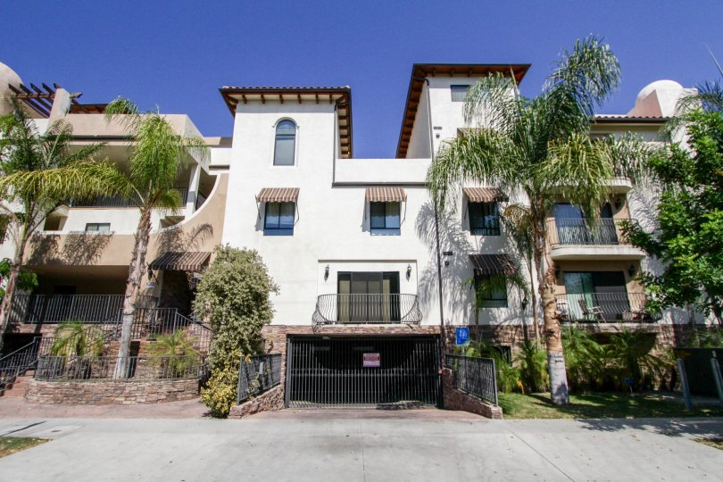 The Satsuma Townhomes building in North Hollywood