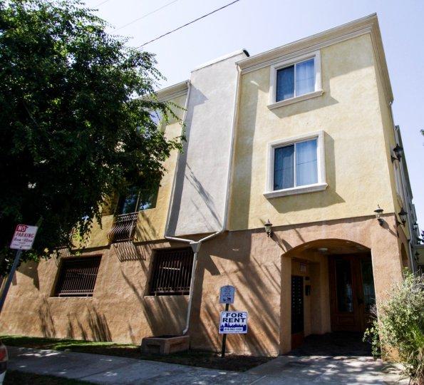 The entrance into Satsuma Villas in North Hollywood