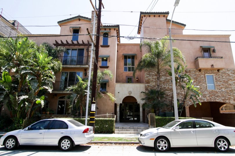 The Toluca Lake Villas building in North Hollywood