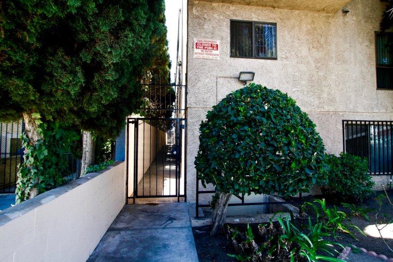 The side entrance for Cedros Villas