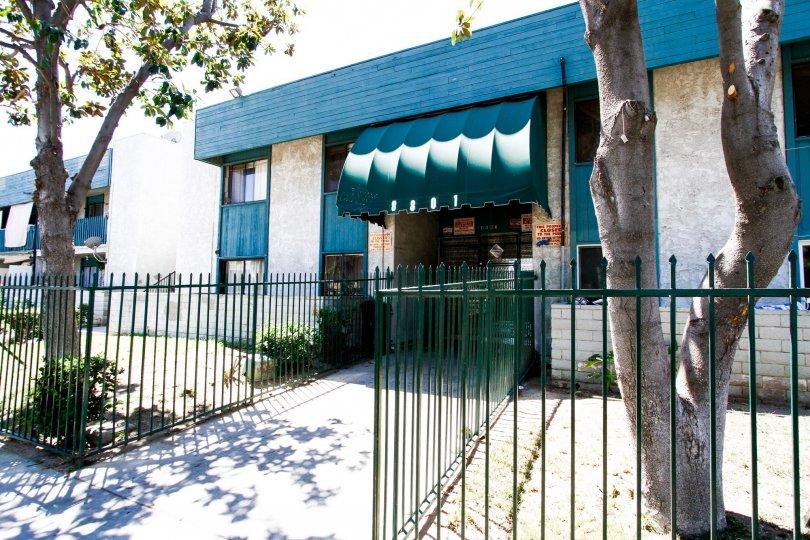 The entryway into Willis Villas