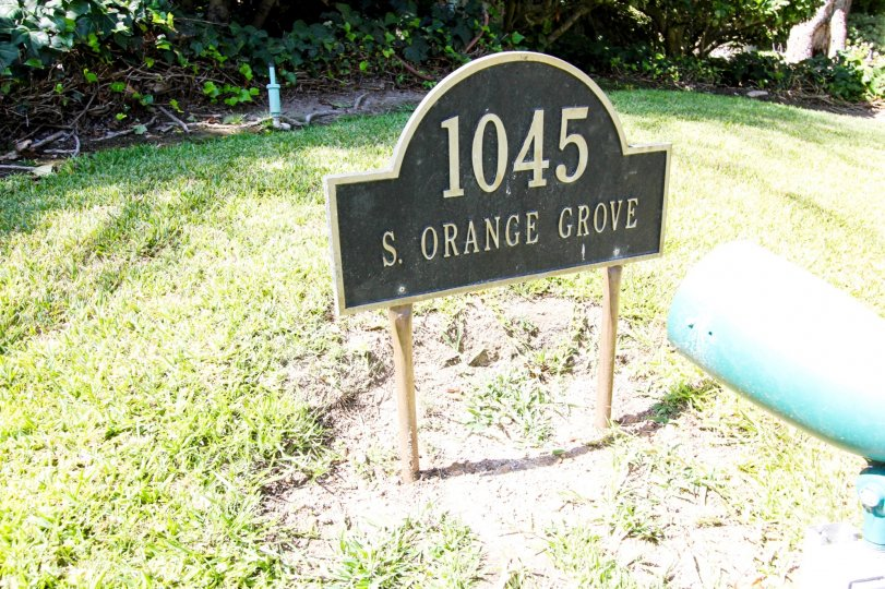 The address for 1045 S Orange Grove Blvd in Pasadena, California