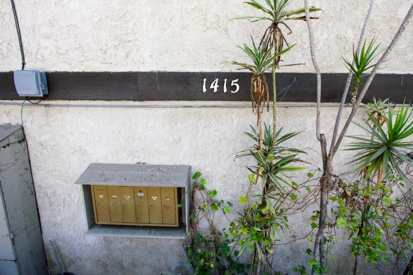 The address for 1415 El Sereno