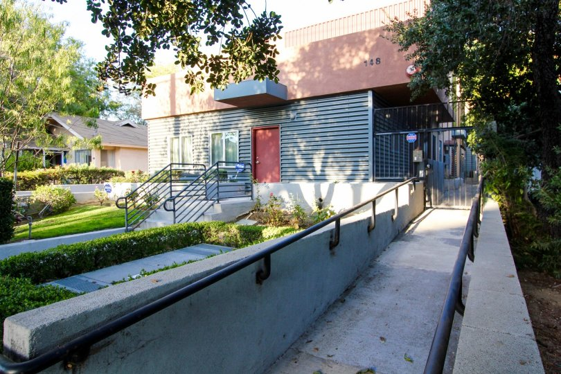 The walkways up to 148 N Mar Vista Ave
