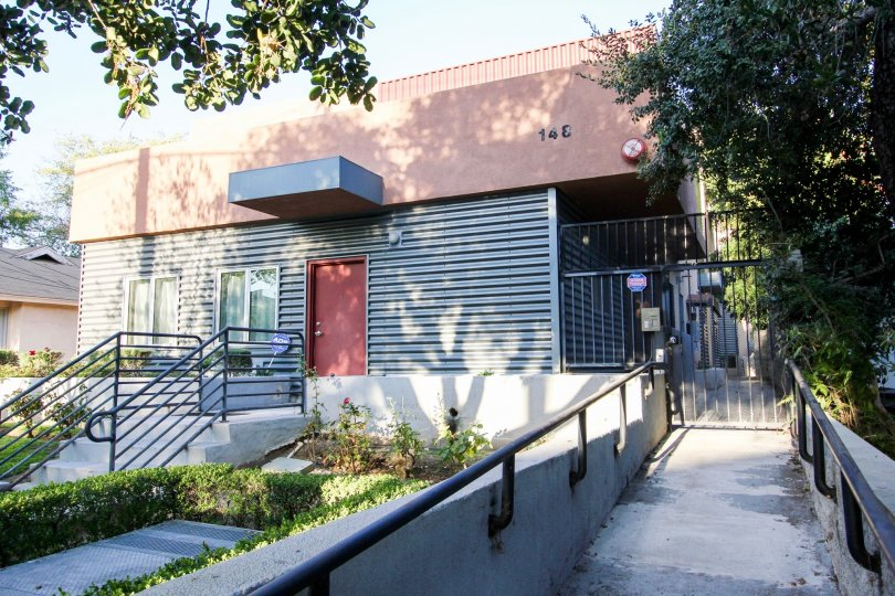 The gated entrance to the side of 148 N Mar Vista Ave