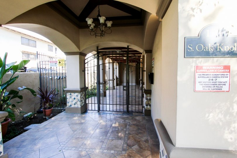 The entrance into 156 S Oak Knoll Ave in Pasadena, California
