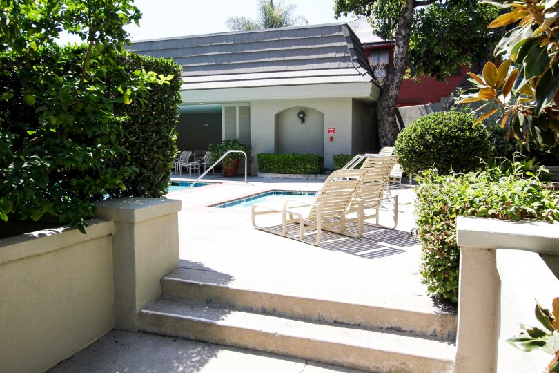 The pool area at 211 S Orange Grove Blvd in Pasadena, California