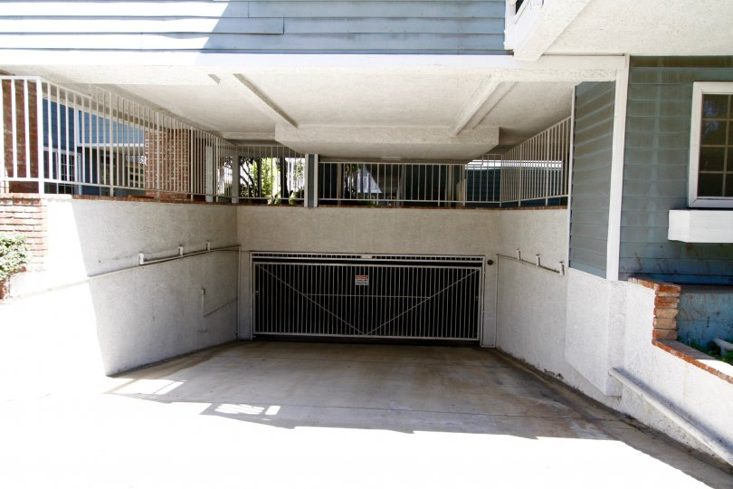 The parking garage for 230 S Madison Ave in Pasadena, California