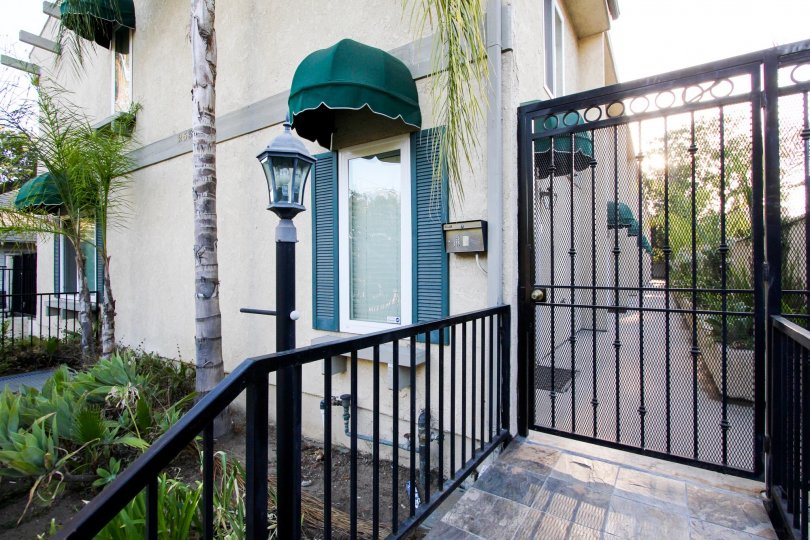 The gated entrance into 253 N Mar Vista Ave in Pasadena, California