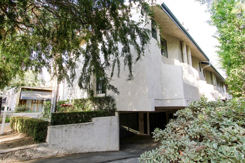 The parking for residents at 322 S Mentor Ave in Pasadena, California