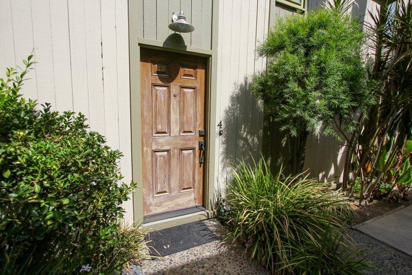 A unit door into 330 S Oakland Ave in Pasadena, California