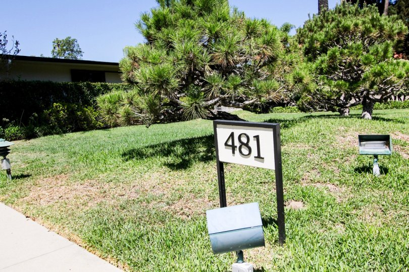 The address for 481 S Orange Grove Blvd in Pasadena, California