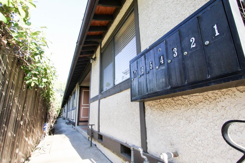 The mail area for 506 N Mar Vista Ave in Pasadena, California