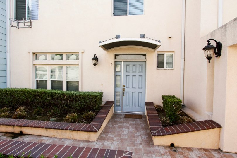 An entrance into a unit at 82 Virginia Ave in Pasadena, California
