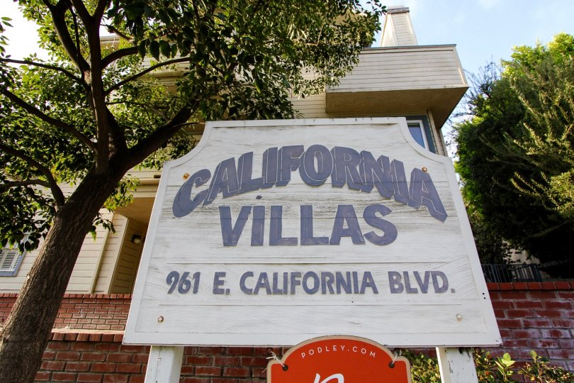 The welcoming sign into California Villas