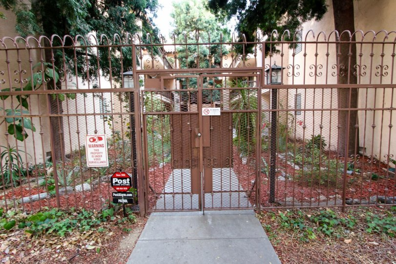 The gate for entrance into Casa Pasadena