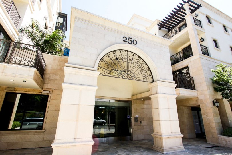 The entryway into De Lacey Place in Pasadena, California