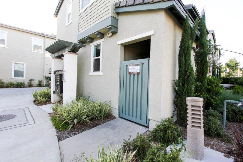 The side entrance into District Walk in Pasadena, California