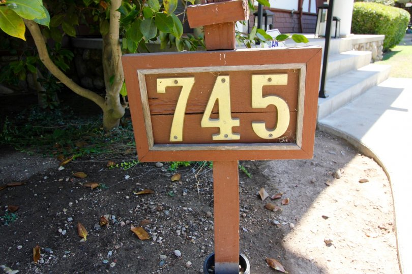 The address plaque in front of Gartz Court