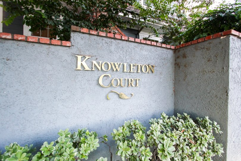 The sign announcing Knowleton Court in Pasadena, California