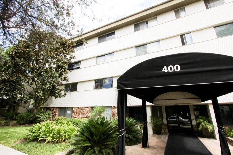 The entrance into Los Robles Condominiums in Pasadena, California