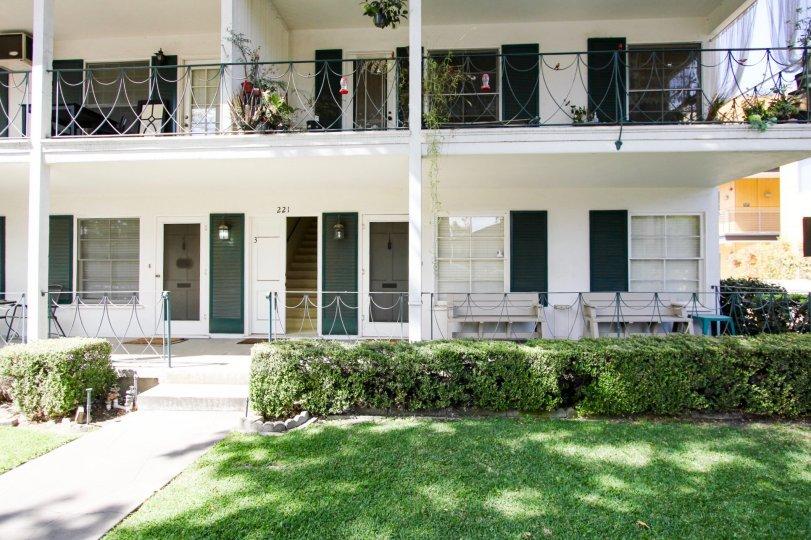 The landscaping around Monticello Manor in Pasadena, California
